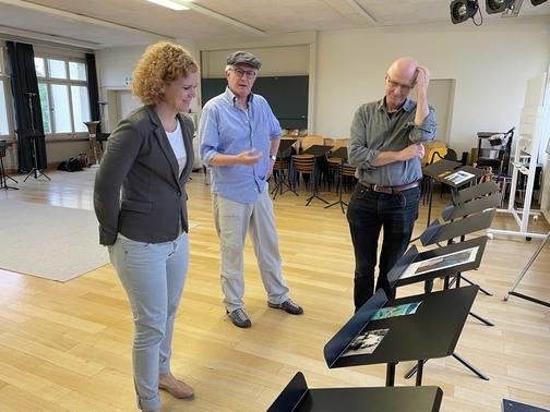 Jurierung des Fotowettbewerbs in der Aula der Musikschule Langenthal